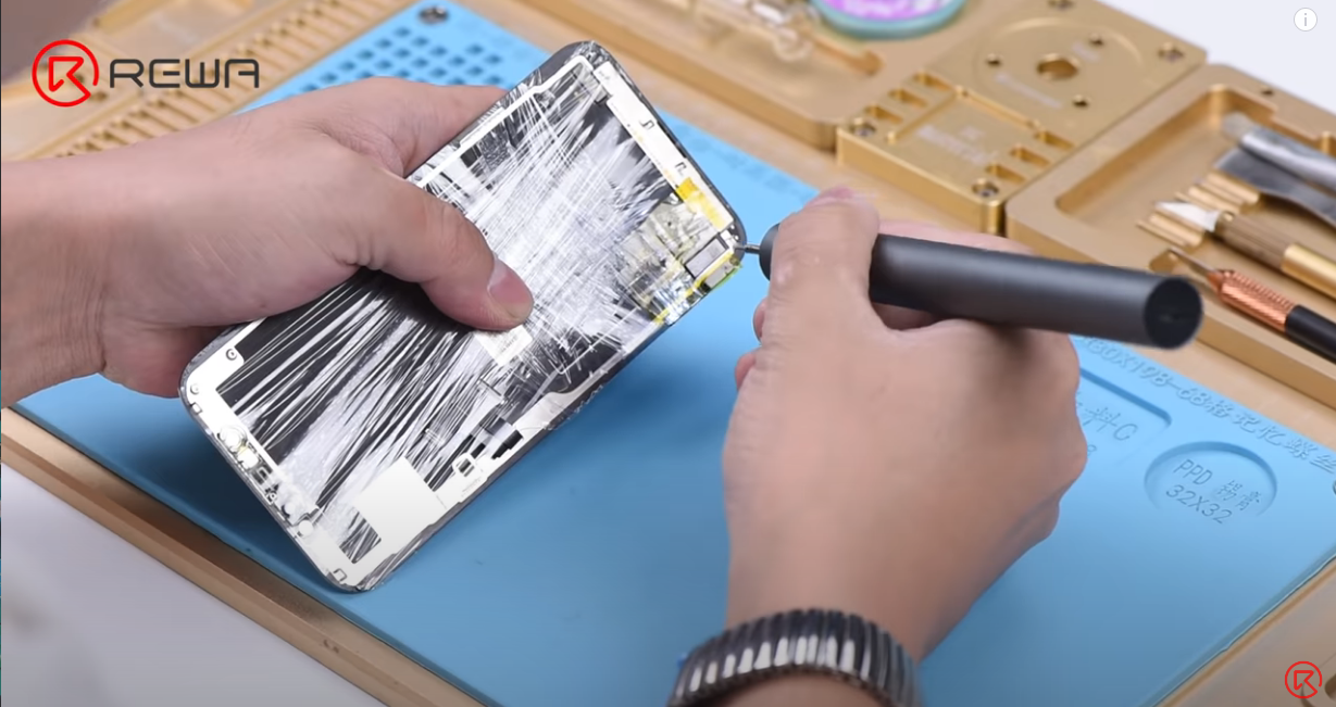 Grinding down the iPhone 11 Touch IC